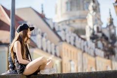 旅行在德累斯顿市,德国的妇女 免版税库存图片