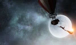 旅行在浮空器的妇女 混合画法 免版税图库摄影