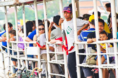 旅行在渡轮的未认出的人民。 免版税库存图片