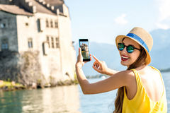 旅行在瑞士的妇女 免版税库存照片