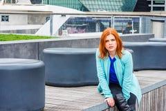 旅行在纽约的年轻美国妇女 免版税库存图片