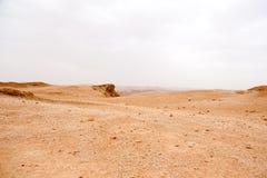 旅行在远足活动冒险的石沙漠 图库摄影