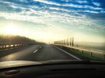 旅行在雾在早晨 库存照片
