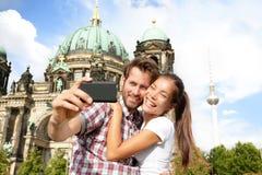 旅行夫妇selife自画象,柏林德国 免版税图库摄影