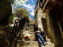 旅行家和老梯子 图库摄影