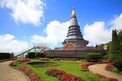 旅行家访问Inthanon塔 免版税图库摄影