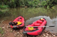 旅行小船在河 免版税库存图片