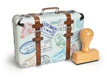 旅行或turism概念 有被隔绝的签证图章的老手提箱 免版税图库摄影