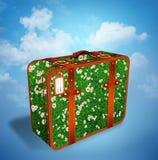 旅行手提箱例证由草地和雏菊花制成 免版税库存照片