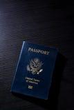 旅行护照小册子盖子美国美国黑对比书桌闪光 免版税库存图片