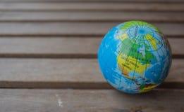 旅行指南地球和地图 免版税图库摄影