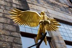 旅行提包有一只金黄鹰的` s土地在爱丁堡,苏格兰 图库摄影