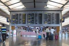 旅行支票航行时刻表在樟宜机场中 免版税库存图片