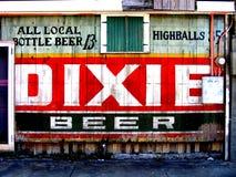 旅行新的奥尔良老小酒馆迪克西啤酒标志 免版税库存照片