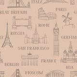 旅行无缝的样式 在欧洲墙纸的假期 背景旅行的袋子护照白色 免版税库存图片