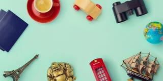 旅行概念嘲笑设计 网站倒栽跳水英雄图象设计 免版税库存照片
