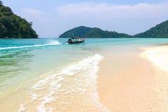 旅行泰国,素林海岛作为在海的秀丽以为特色的旅游目的地 免版税图库摄影
