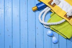 旅行海滩袋子背景 免版税图库摄影