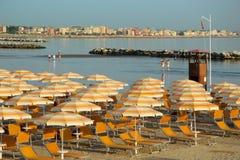 旅行海滩Romagna -海滩和海在里米尼 免版税图库摄影