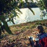 旅行癖鸽子旅客生活方式自然旅行概念 免版税库存图片