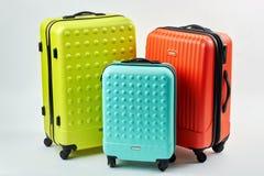 旅行的五颜六色的手提箱 免版税库存图片