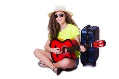旅行的吉他演奏员被隔绝 免版税库存照片