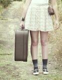 旅行的女孩 库存图片