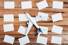 旅行的概念的准备和做名单,着名的本文,飞机 免版税库存照片