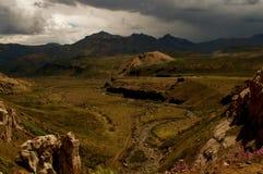 旅行的美好的山风景与朋友 免版税库存照片