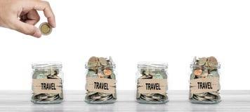 旅行的,投入硬币的手挽救金钱在玻璃瓶 库存图片