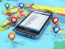 旅行目的地和旅游业概念 在世界地图的智能手机 免版税库存照片