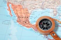旅行目的地墨西哥,与指南针的地图 图库摄影