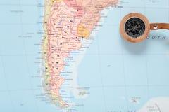 旅行目的地阿根廷,与指南针的地图 库存照片