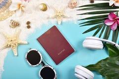 旅行精华准备,旅行辅助部件,护照 免版税库存照片