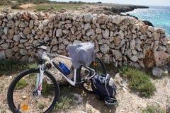 旅行自行车在夏天 库存照片