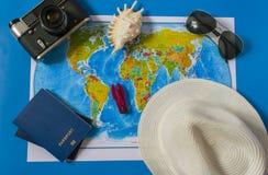 旅行辅助部件卡片的顶视图 库存图片