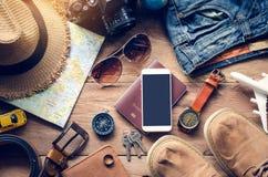旅行辅助部件服装 护照,行李, tra的费用 免版税库存照片