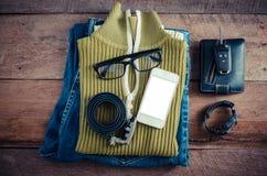 旅行辅助部件服装 护照,旅行的费用为旅行做准备 免版税库存图片