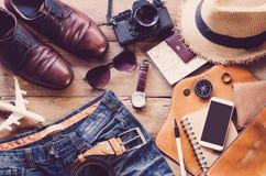 旅行辅助部件服装 护照,行李,旅行的费用为旅行做准备 免版税库存图片
