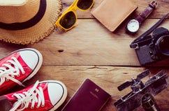 旅行辅助部件服装 护照,行李, tra的费用 图库摄影