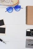 旅行辅助部件顶视图有护照的,照相机,笔记本,玻璃 免版税库存照片