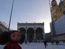 旅行通过德国和Cheburashka 库存图片