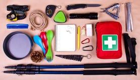 旅行集合 野营或远足的旅游成套装备 免版税库存照片