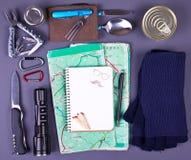 旅行集合 野营或远足的旅游成套装备 免版税库存图片