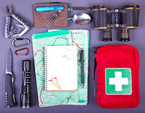 旅行集合 野营或远足的旅游成套装备 库存图片