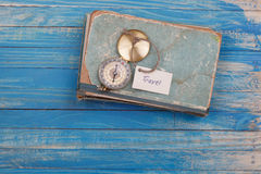 旅行-在葡萄酒书的标志 库存图片