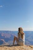 旅行年轻美丽的妇女,大峡谷,美国 免版税库存照片