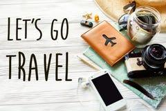 旅行 让` s去旅行文本标志概念 夏天旅行漫步 库存照片