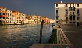 旅途通过大运河 威尼斯街道  意大利 免版税库存照片
