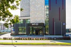 旅馆公园旅馆拉迪森 编译的街市现代新西伯利亚俄国 库存图片